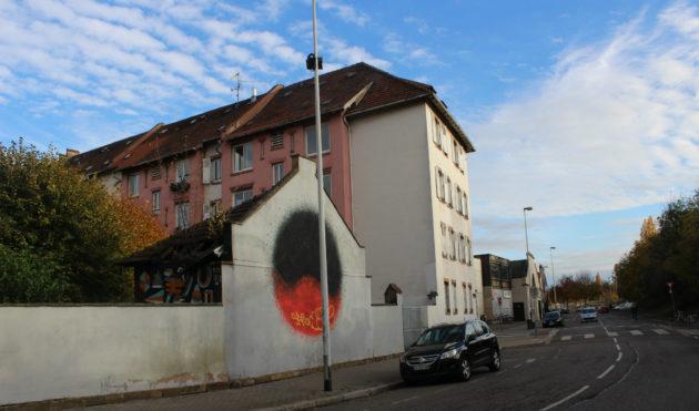Le maintien ou non de cette barre d'immeubles a peu été discuté, contrairement aux sens de circulation. (photo JFG / Rue89 Strasbourg)