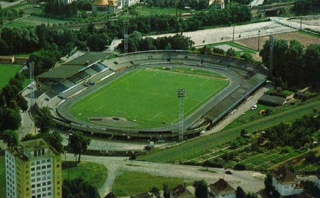 Le stade de la Meinau avant 1979 (via archivesparisfootball.wordpress)