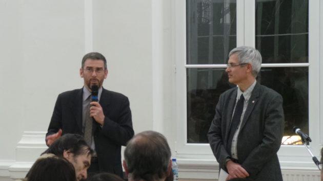 Jean-François Quéré (à gauche), directeur de l'ENGEES et Thierry Michels (à droite) annoncent l'ouverture de leur réunion du grand débat national à Strasbourg.