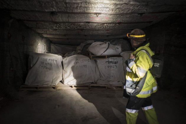 Bigbag de déchets dans une galerie de stockage à 500 mètres sous terre. (Photo Pascal Bastien / Divergence)
