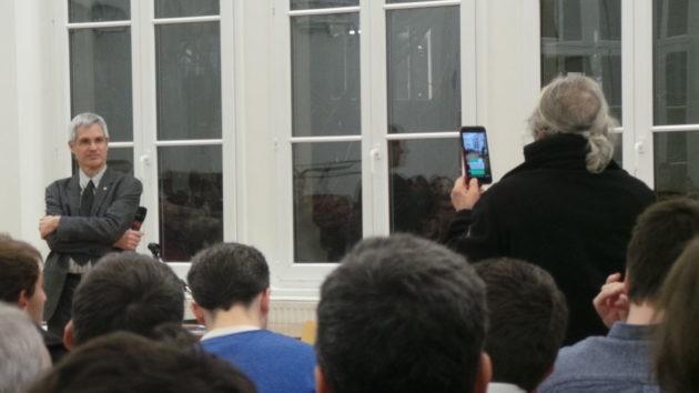 Jean-Claude a filmé l'intégralité du débat en live.