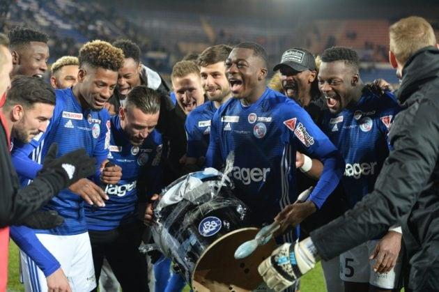 L'équipe en communion avec les supporters après le match contre Bordeaux (Photo Franck Kobi / RCSA / doc remis)