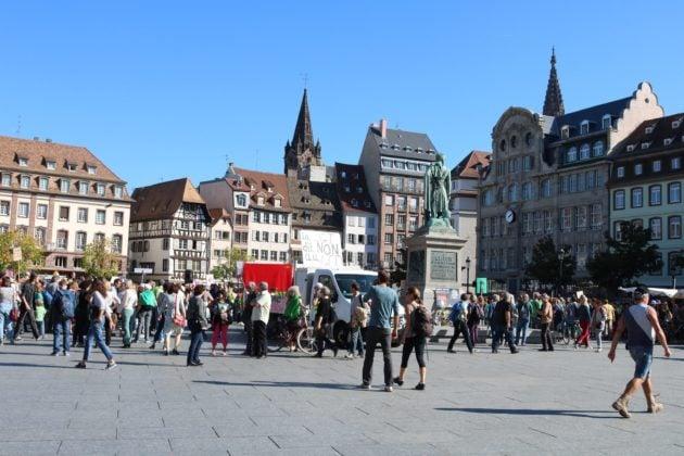 Les militants se rassemblant pour la marche pour le climat en octobre 2018, un mois où la température moyenne à la mi-journée s'élevait à 18 degrés, pas loin des 20 degrés atteints à la fin février 2019. (Photo DL/Rue 89 Strasbourg/cc)