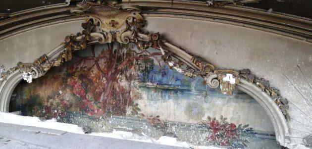 La fresque découverte au Palais des Fêtes date de 1903. Elle sera fermée pour être protégée, en attendant une éventuelle restauration.