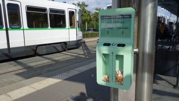 L'idée de ces cendriers : inciter les fumeurs à ne plus jeter leurs mégots par terre avec des questions ludiques.