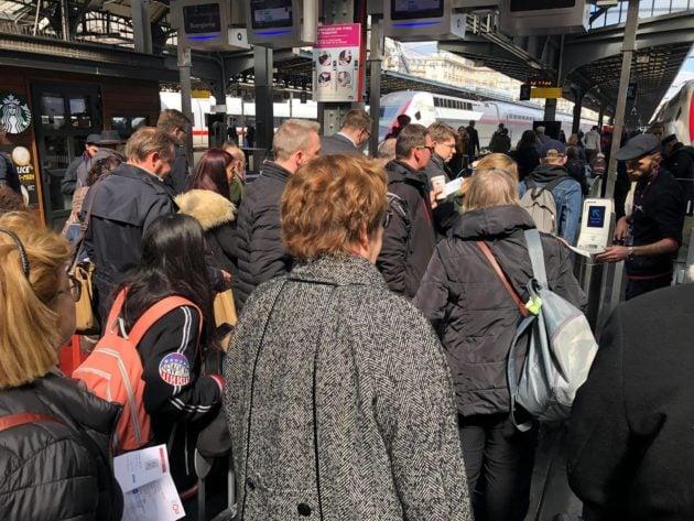 Le TGV de 13h55 n'est jamais parti, les voyageurs ont dû redescendre (Photo Jean-Luc Fournier)