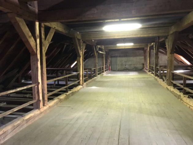 Trois espaces de ce type composent les combles sur une longueur de 70 mètres au total environ (photo JFG / Rue89 Strasbourg)