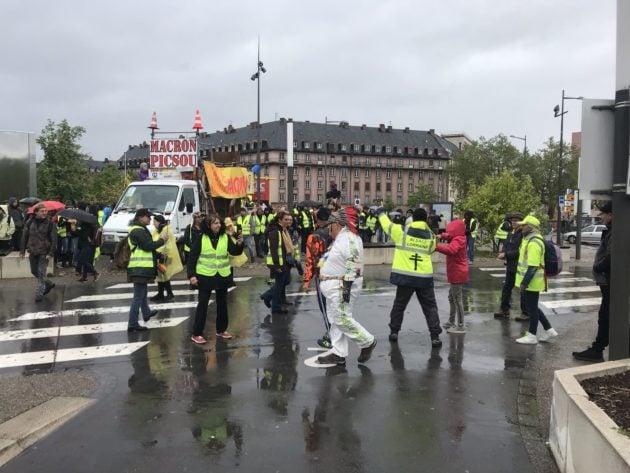 Ambiance calme au début de la manifestation des Gilets jaunes (Photos Jean-François Gérard / Rue89 Strasbourg / cc)