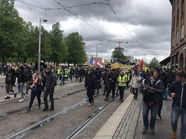 Le cortège prend la rue de la Première-Armée (Photo JFG / Rue89 Strasbourg / cc)