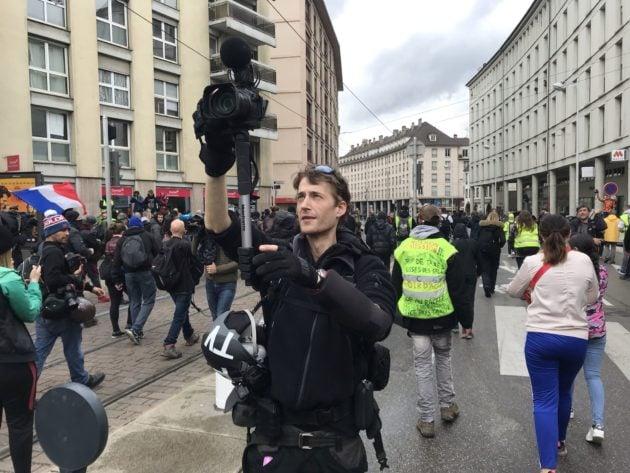 Le dangereux terroriste - fiché S - anarcho-autonome Gaspard Glanz... en plein travail de journaliste (Photo JFG / Rue89 Strasbourg / cc)