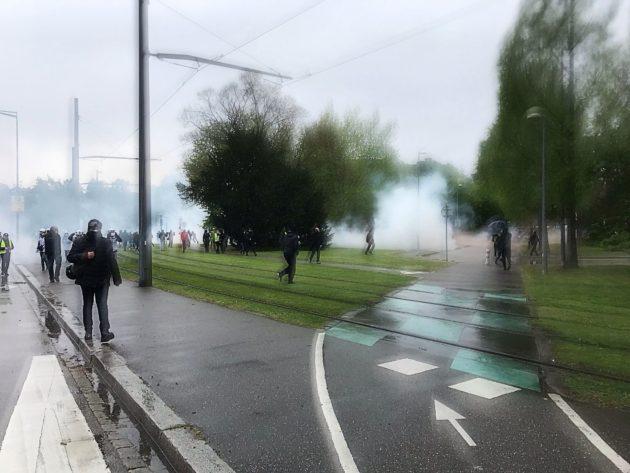 Un tir de grenades lacrymogène a été effectué pour disperser le cortège place de Bordeaux (Photo JFG / Rue89 Strasbourg / cc)