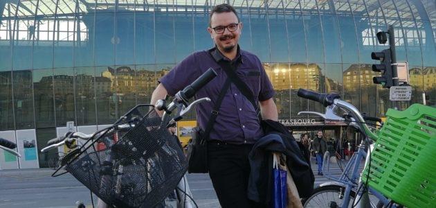Train, vélo, trottinette, ils font sans voiture (ou presque) par choix