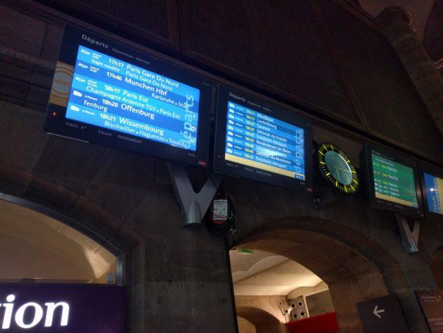 En gare de Strasbourg, il est indiqué que les trains vers Paris arriveront Gare du Nord.
