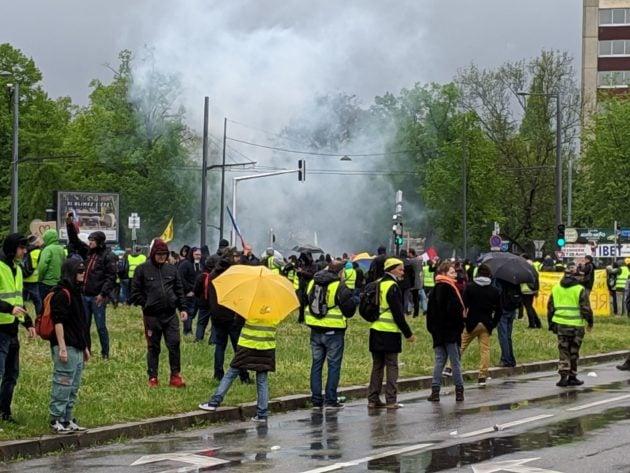 Sous la pluie et sous les gaz, les manifestants sont bloqués place de Bordeaux (Photo GK / Rue89 Strasbourg / cc)