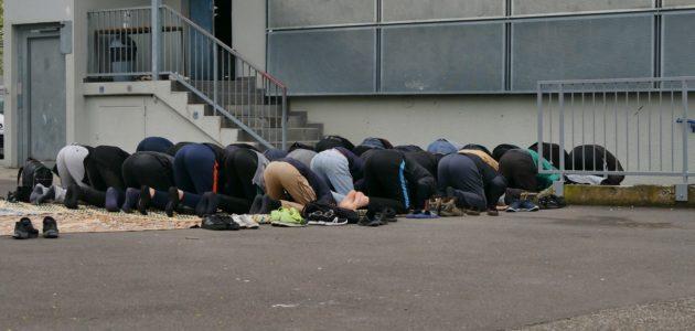 À l'Elsau, chaque vendredi, des Musulmans doivent encore prier dehors