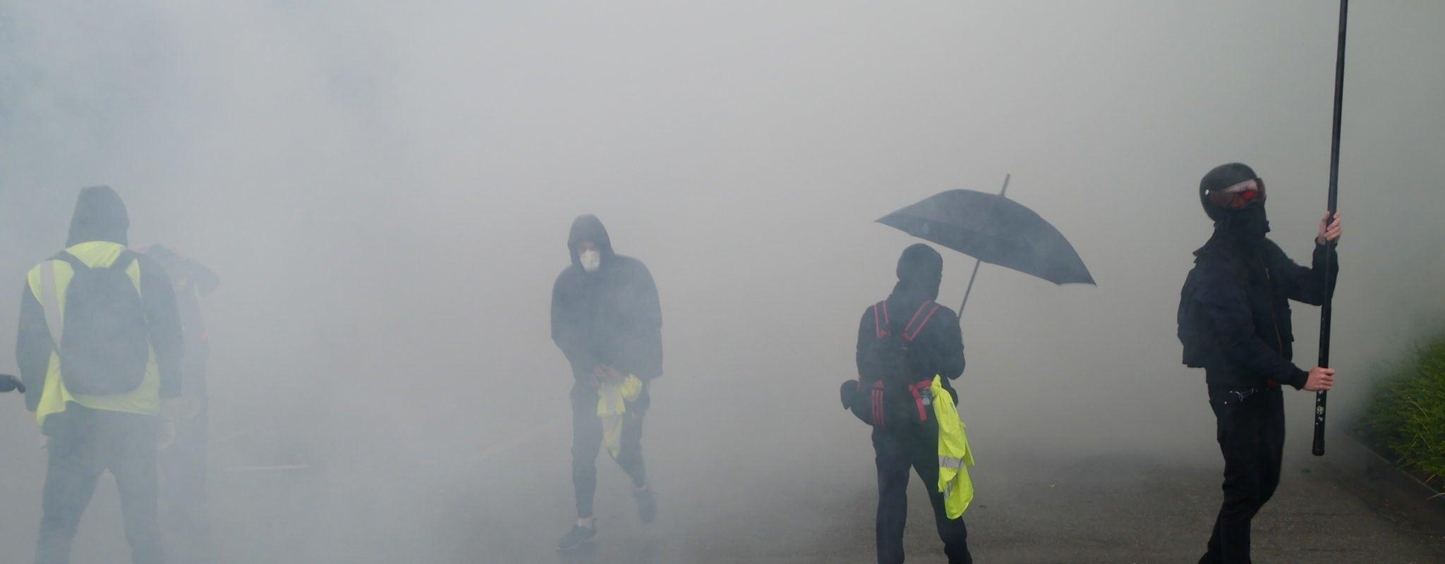 Un acte 24 timide, noyé sous la pluie et les gaz lacrymogènes