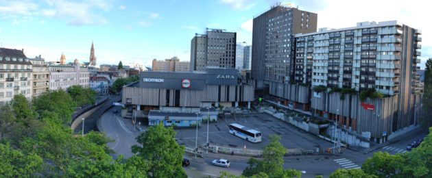 Vu l'emplacement, le parc serait peu ensoleillé. A gauche, le tunnel condamné qui serait combler pour retrouver une voie de circulation. (photo PF / Rue89 Strasbourg)
