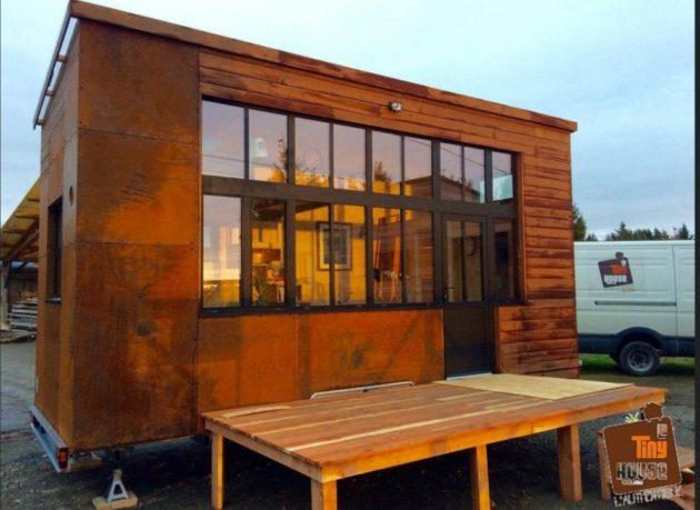 Un café dans une tiny house (mini maison) pour rassembler les habitants du quartier au travers d'activités.