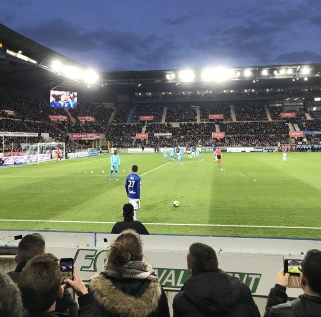 Les tribunes populaires debout au bord de la pelouse, bientôt un souvenir ? photo JFG / Rue89 Strasbourg