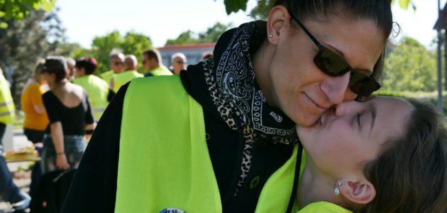 Carolane Ortlieb : mère célibataire et maître chien, du gilet jaune au scrutin européen