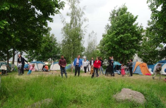 Une trentaine de personnes vivent à l'entrée du Neuhof sous tentes. (photo Gérard Baumgart)