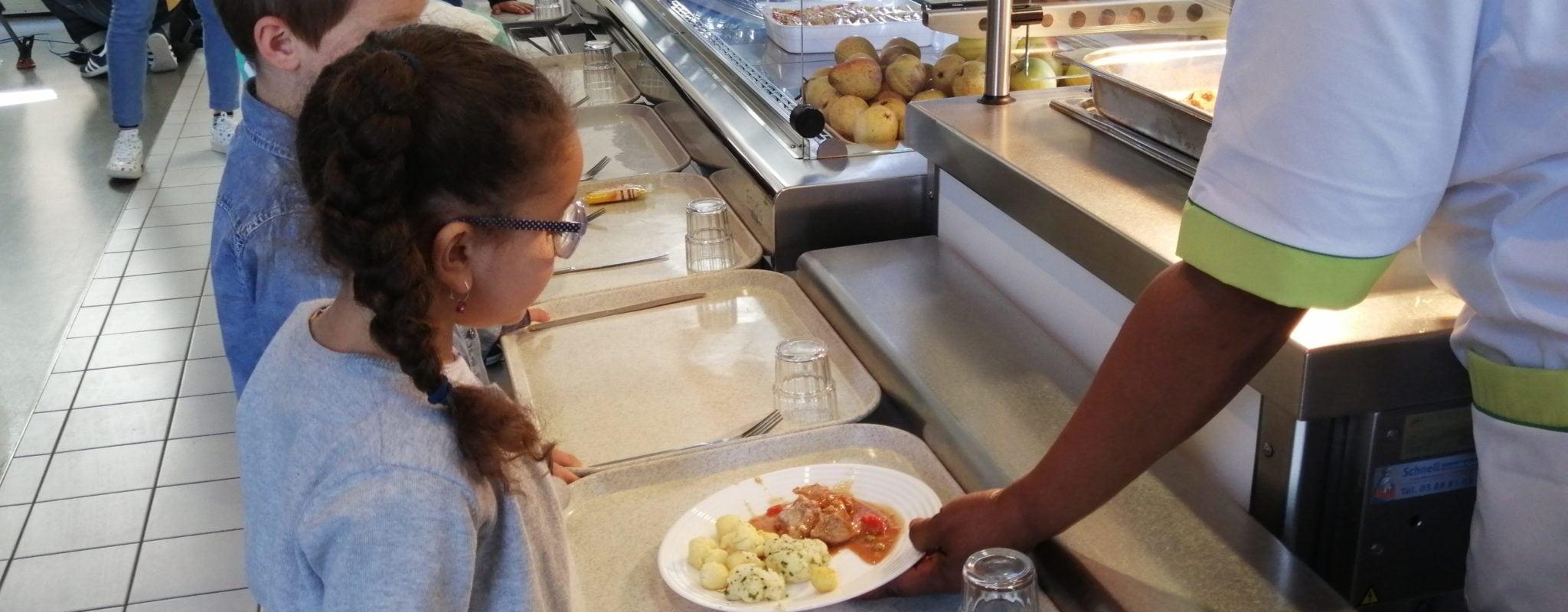 Dans les cantines scolaires, des repas végétariens un peu moins chers
