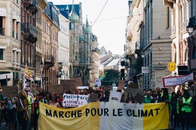Une manifestation tous les deux mois, c'est le rythme de croisière pour quelques milliers de personnes avec les Marches pour le Climat à Strasbourg. (photo Abdesslam Mirdass / Rue89 Strasbourg)
