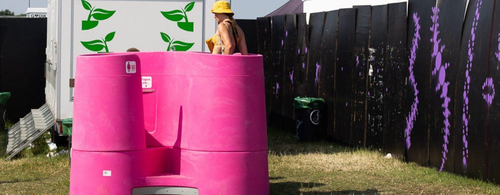 Le tout premier urinoir féminin testé au festival Summer Vibration