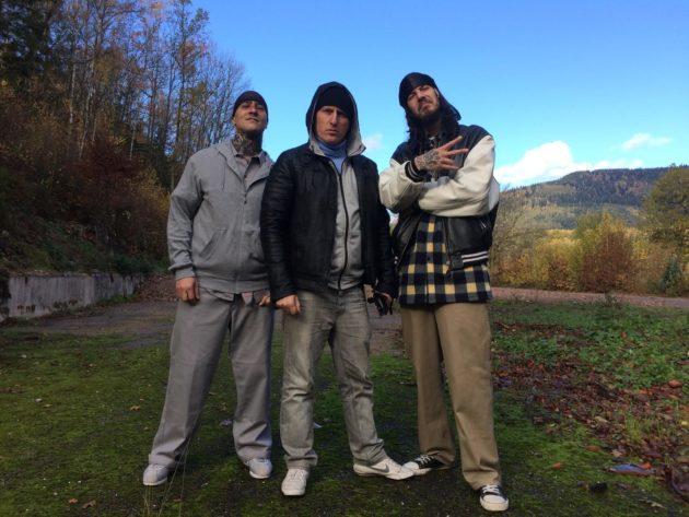 Éric Sobkow (au centre) s'est fait connaître avec le personnage de l'Alsachien et ses sketches. Bad Dogg (à dr.) est un rappeur strasbourgeois actif depuis de nombreuses années. (Photo : doc. remis)