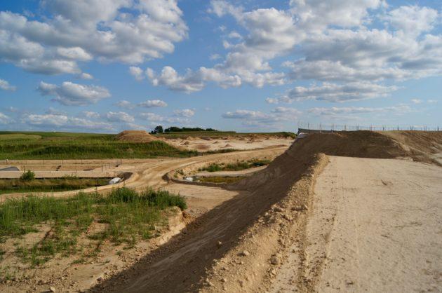 300 hectares de terres agricoles disparaissent pour laisser place au chantier de l'autoroute qui fera 24 km. (Photo Emeline Burckel / Rue89 Strasbourg / cc)