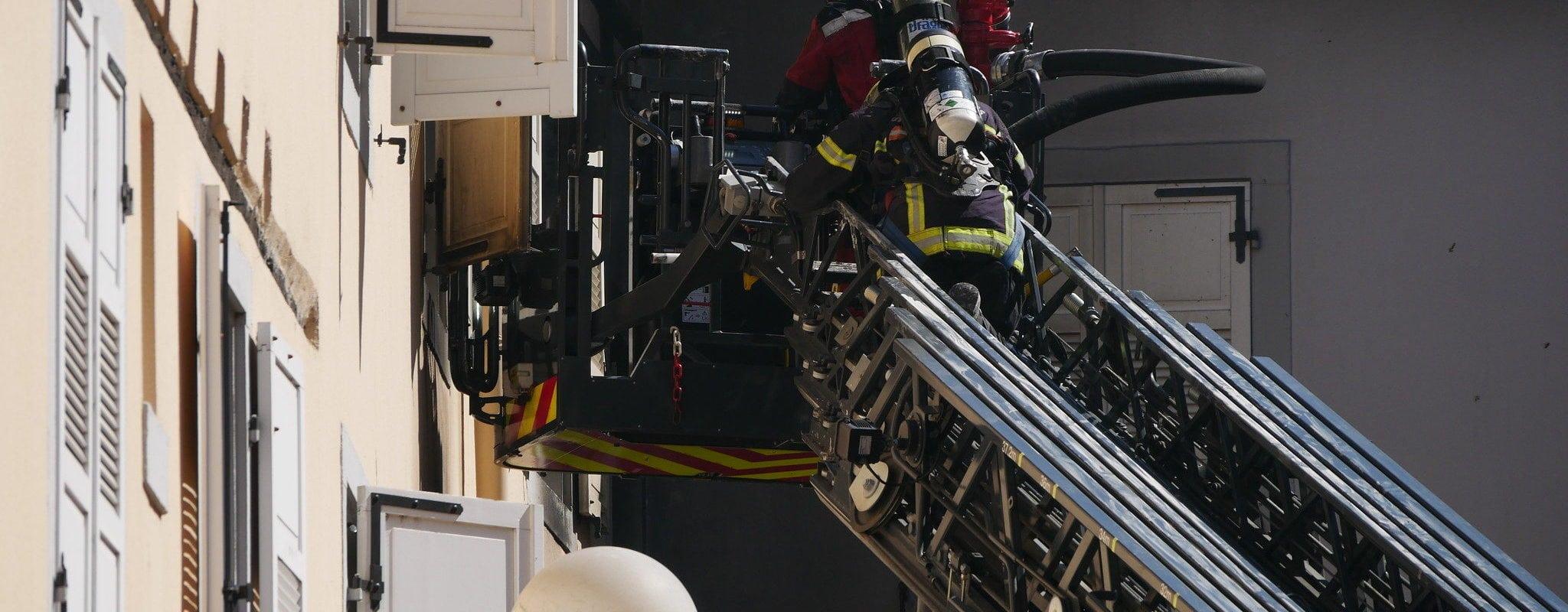 «J'aurais pu mourir»: Un pompier témoigne des nouveaux risques du métier
