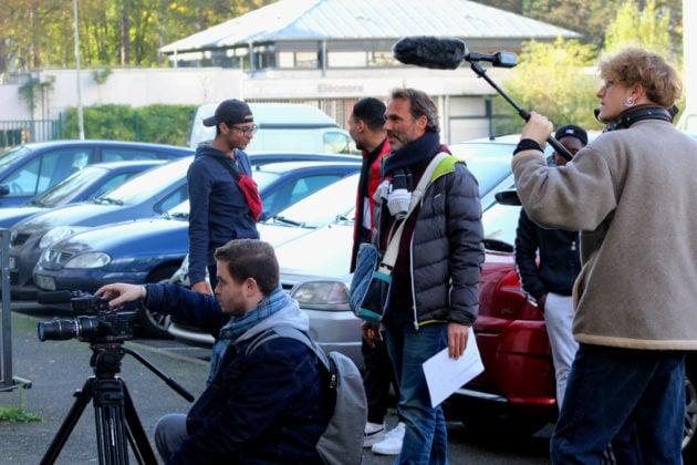 Le vidéaste strasbourgeoisVincent Viac (doudoune bleue) supervise le déroulement des tournages. (Photo : OG / Rue89 Strasbourg)