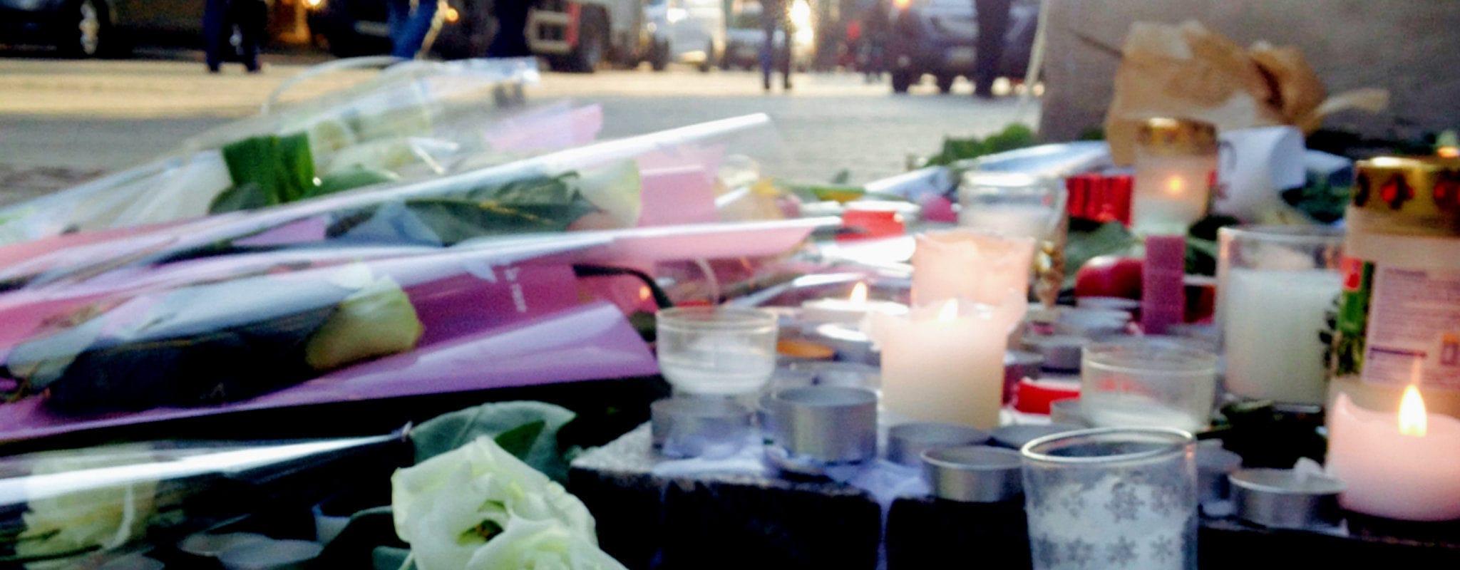 Après l'attentat, les dessins et poèmes des Strasbourgeois «symbolisent l'unité d'une société»