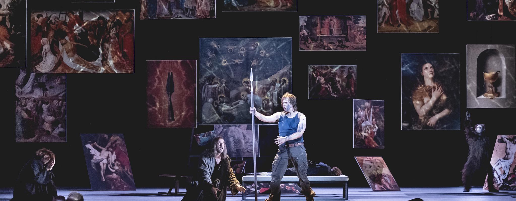 À l'opéra, Parsifal boit le Graal jusqu'à la lie