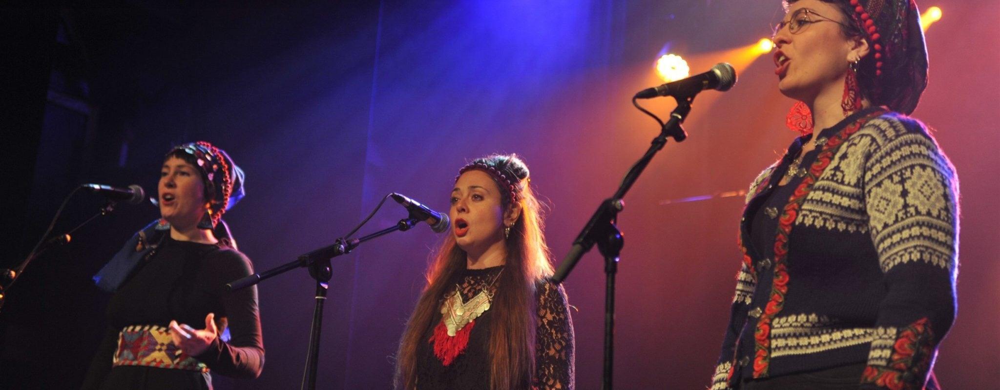 Le Kitsch à l'heure des Balkans avec le trio de chants bulgares Ispolin