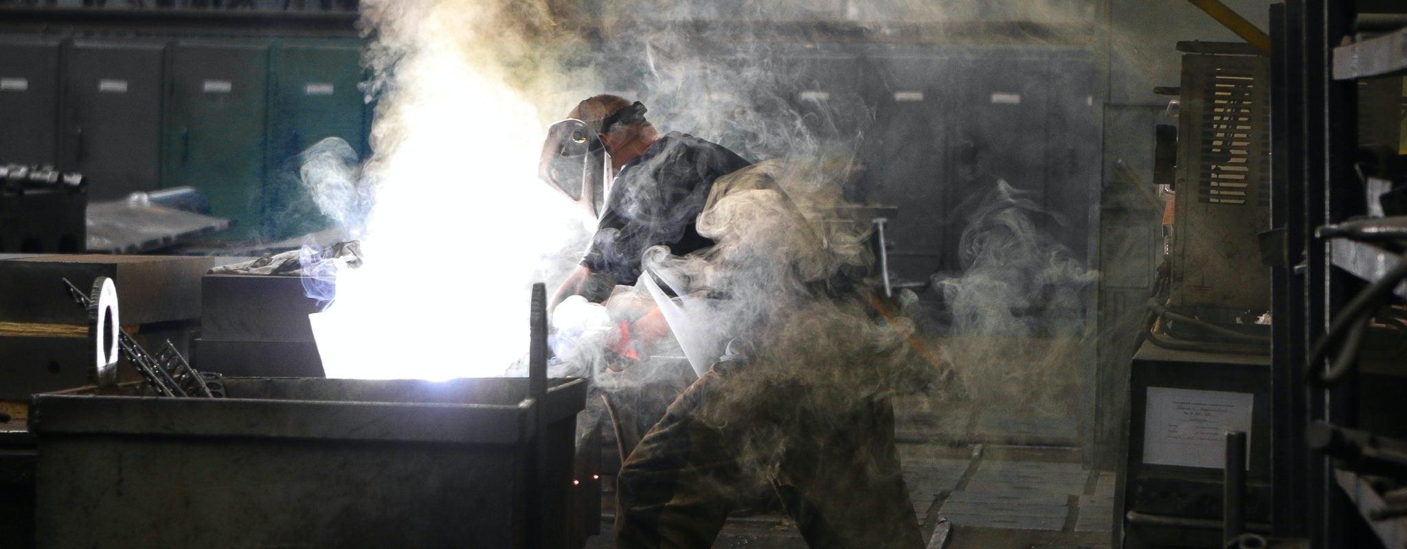 «Les mesures sanitaires à l'usine, c'est du cinéma»: des métallurgistes témoignent