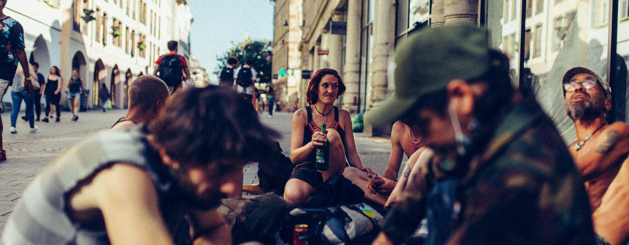 Avec les punks à chien de Strasbourg, en quête de liberté