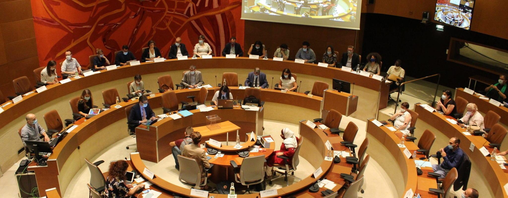 Au conseil municipal, la délicate question des rémunérations et des représentations
