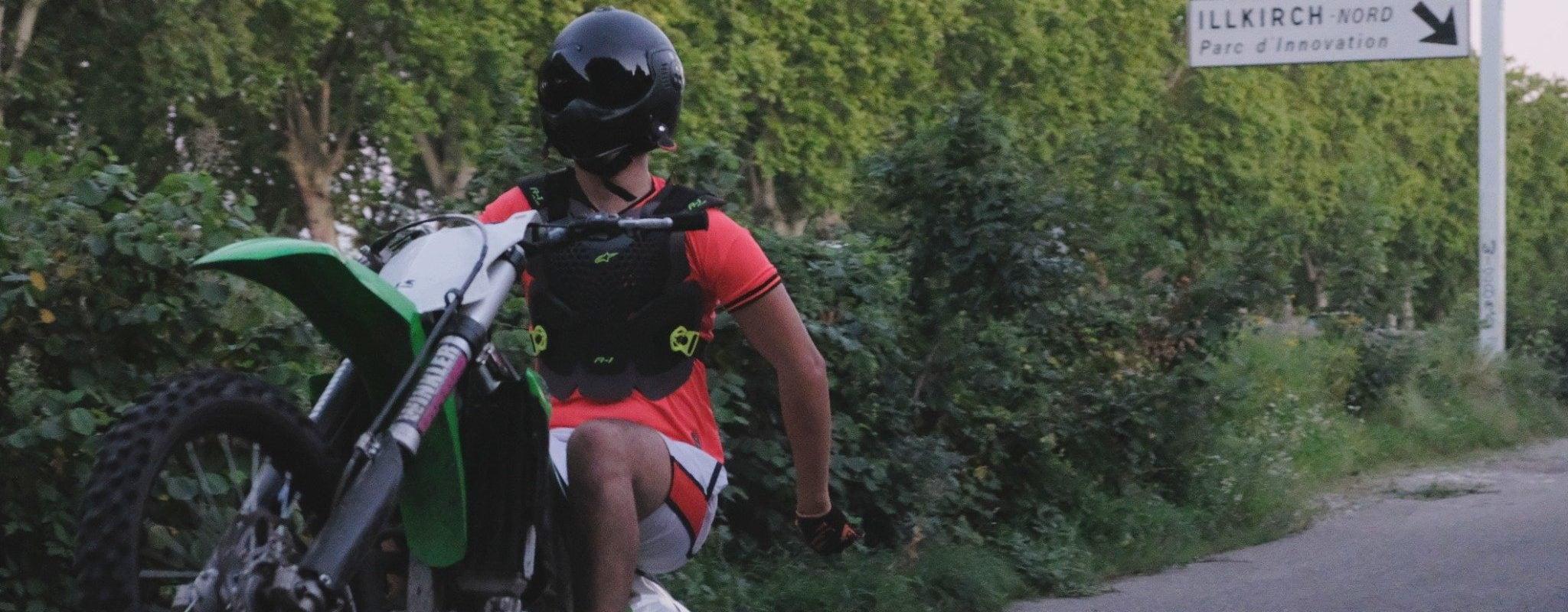 Le «rodéo urbain», la pratique impossible des passionnés de moto-cross