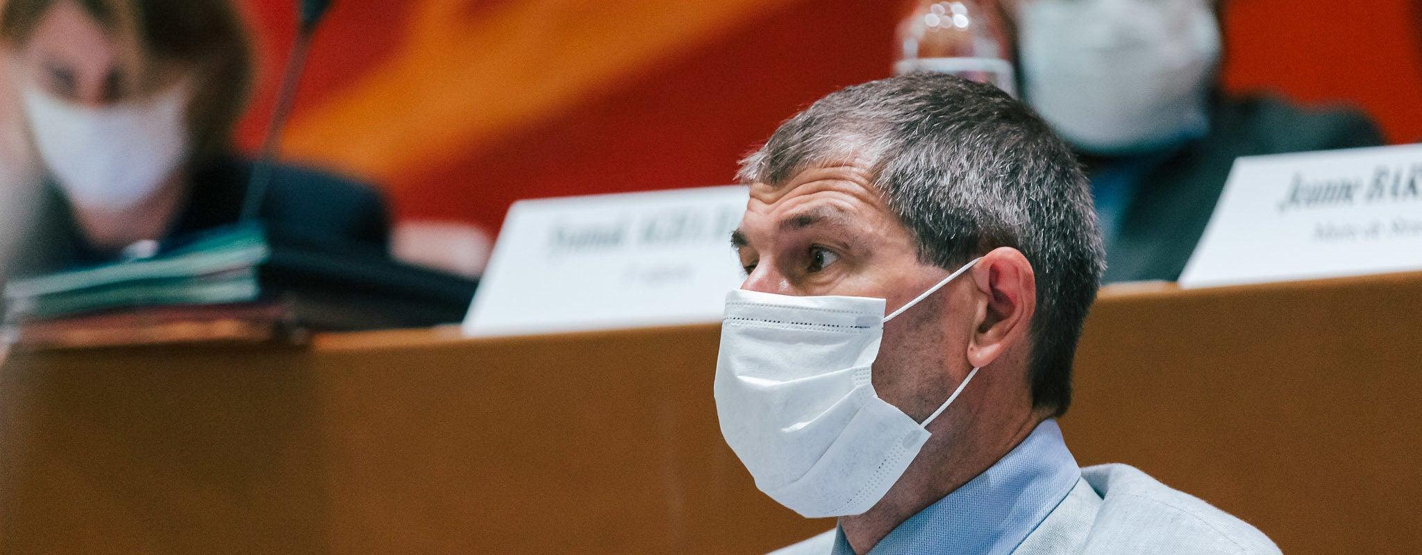 La municipalité écologiste se sépare du directeur de l'administration