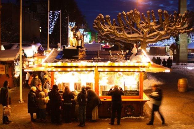 Les stands du Marché de Noël devraient être plus espacés afin d'éviter les attroupements (Photo Victor Maire / Rue89 Strasbourg / cc)