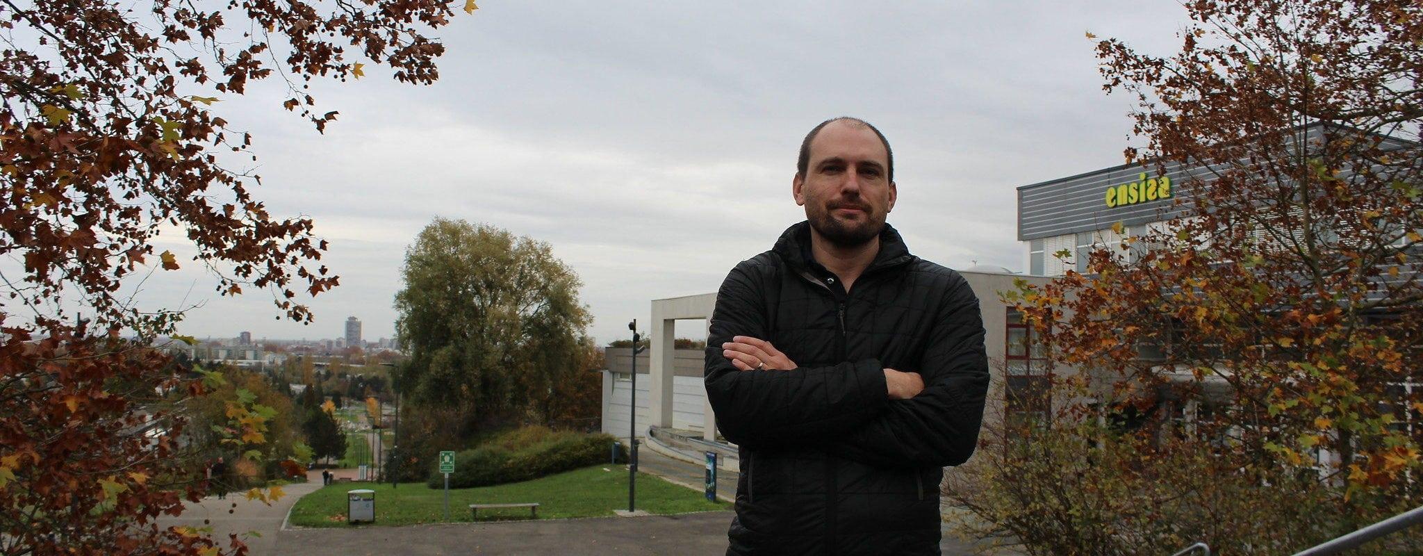 Professeur en informatique, Germain Forestier inspire scientifiques et gouvernants sur le Covid