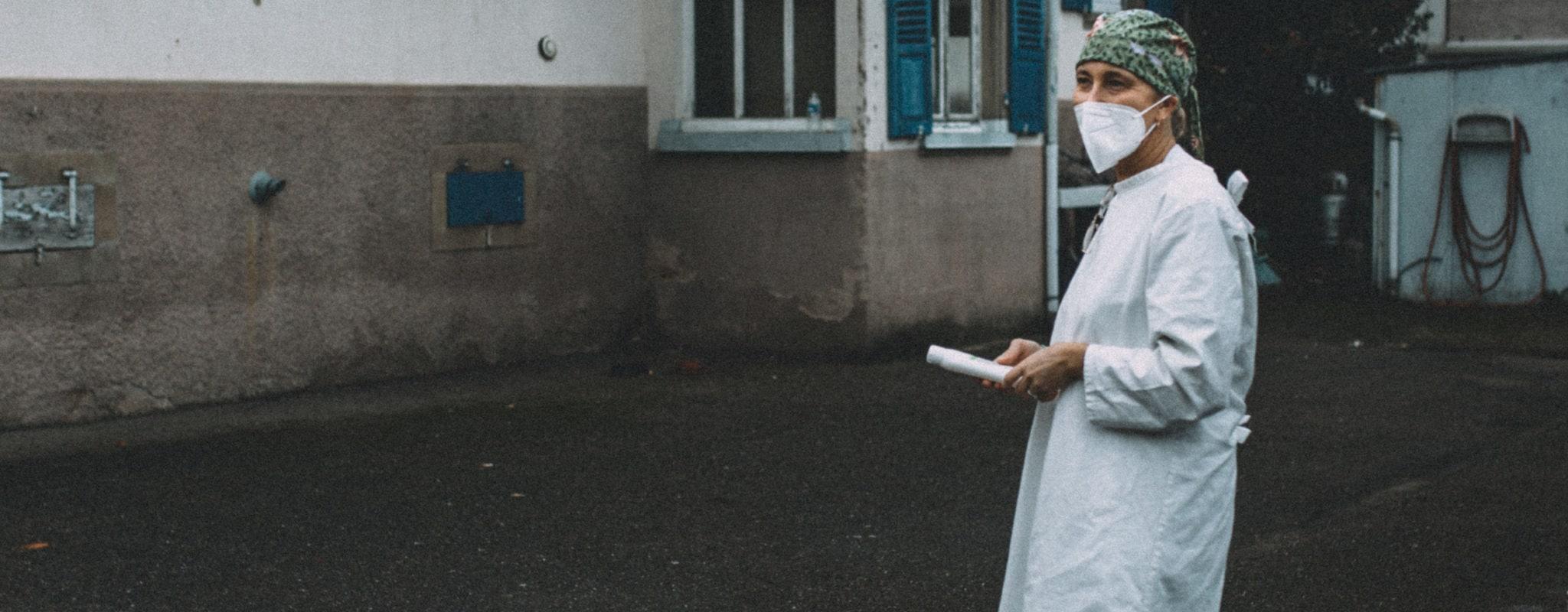 En tournée avec Élise Brolly, infirmière libérale, dernier rempart face à l'isolement et au covid