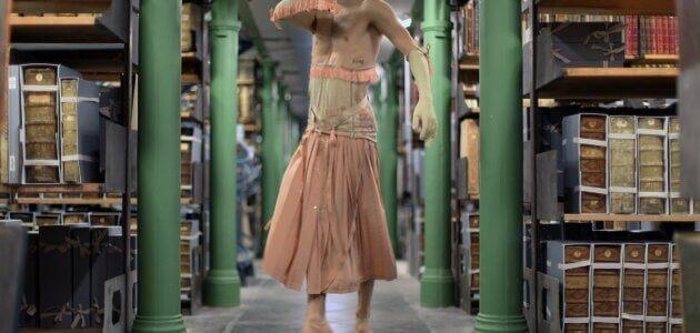 Avec une performance sans public et dans les bibliothèques, Merhyl Levisse tente l'art en distanciel