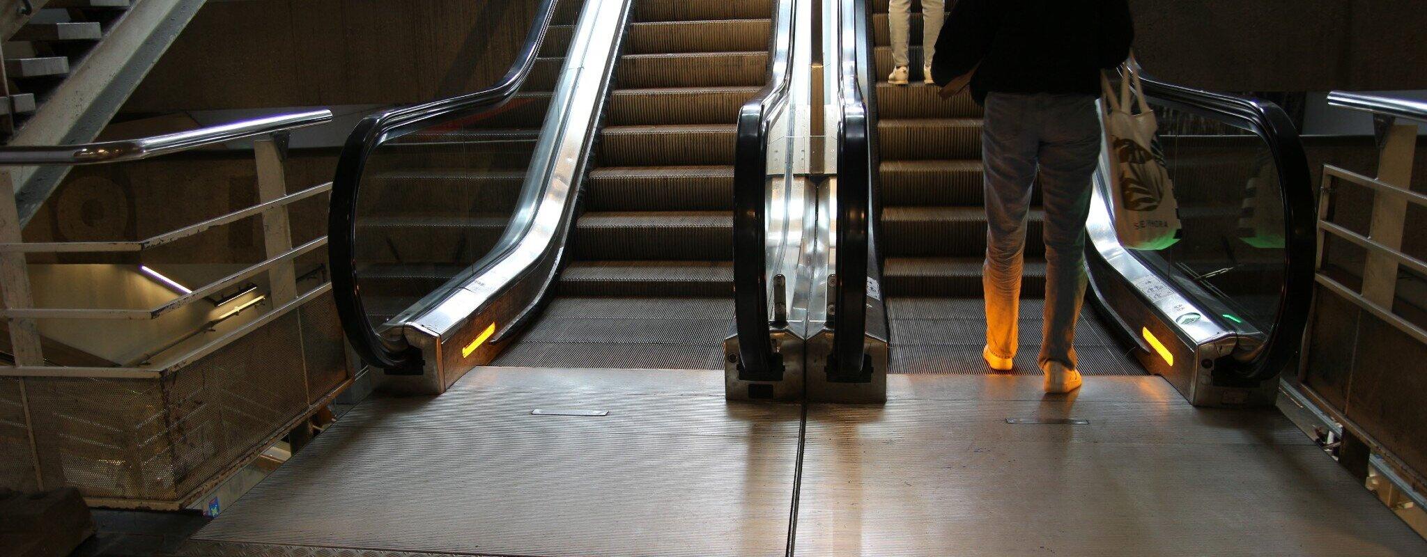 Pourquoi les escalators de la station gare centrale sont toujours en panne