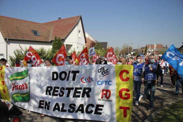 Les cinq syndicats (CFTC / CFE-CGC / FO/ CGT / CFDT) ont appelé à cette marche très suivie par les personnels. (photo JFG / Rue89 Strasbourg)