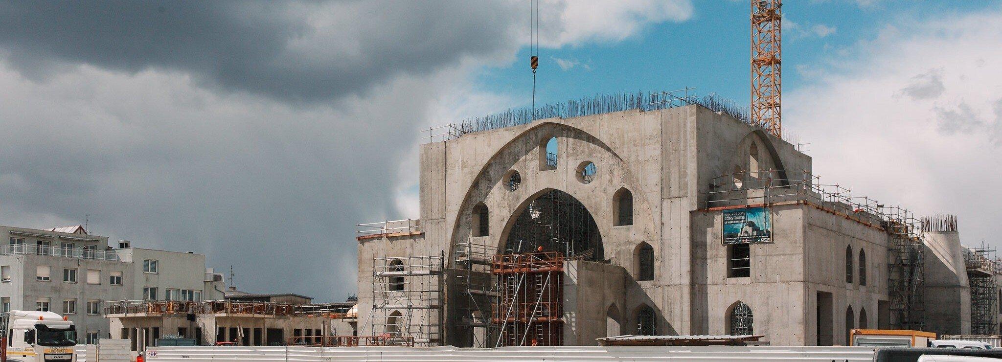 Mosquée, école, «grand frère»… Les services socio-religieux de Milli Görüs pour ses fidèles