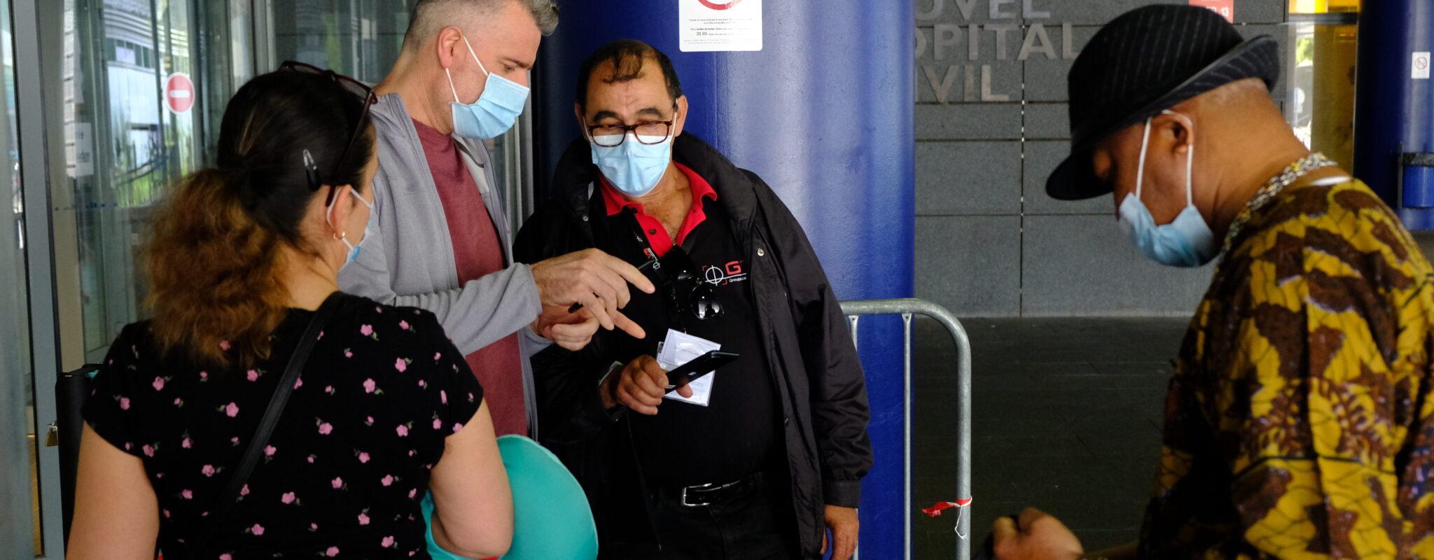 À l'hôpital, la crainte des effets secondaires du passe sanitaire