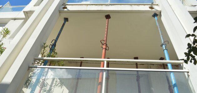 Sur un immeuble de Bouygues, les balcons s'effondrent, les habitants payent